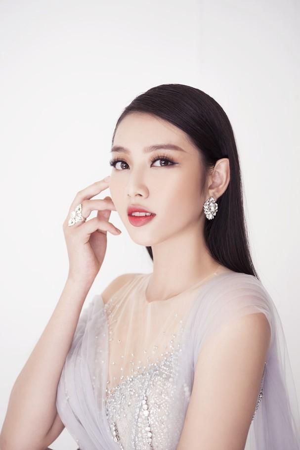 Thùy Tiên khoe sắc vóc chuẩn từng centimet trong bộ hình dạ hội mới - Ảnh 3.