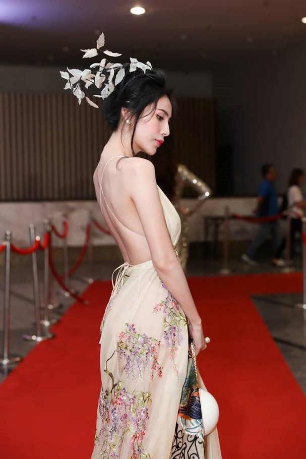 Thủy Tiên lộng lẫy trong trang phục chim công của nhà thiết kế Trần Hùng - ảnh 5