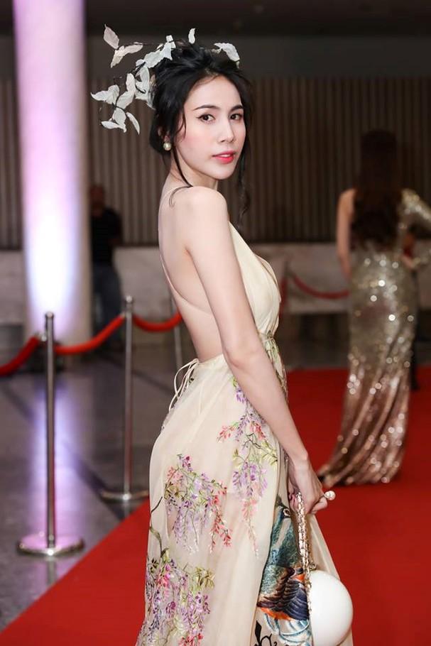 Thủy Tiên lộng lẫy trong trang phục chim công của nhà thiết kế Trần Hùng - ảnh 3