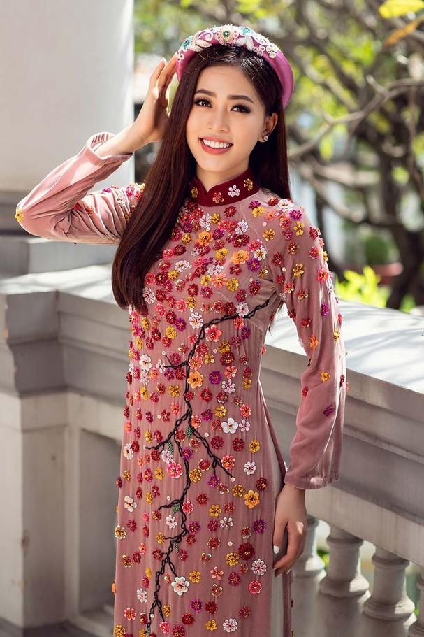 Top 3 HH Việt Nam 2018 khoe nhan sắc 'thanh xuân rực lửa' với áo dài - ảnh 4