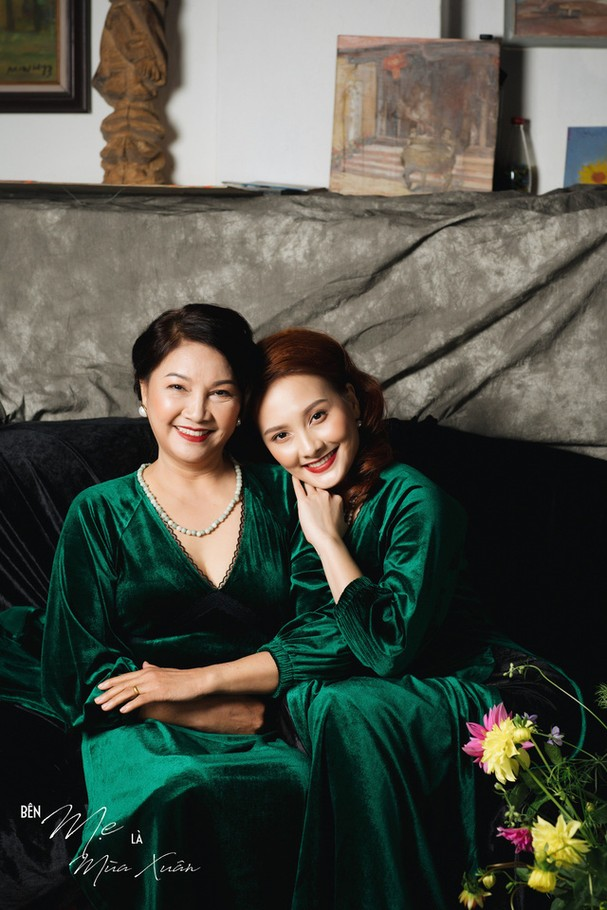 Mẹ con Bảo Thanh đẹp rạng ngời trong bộ ảnh áo dài xuân - Ảnh 4.