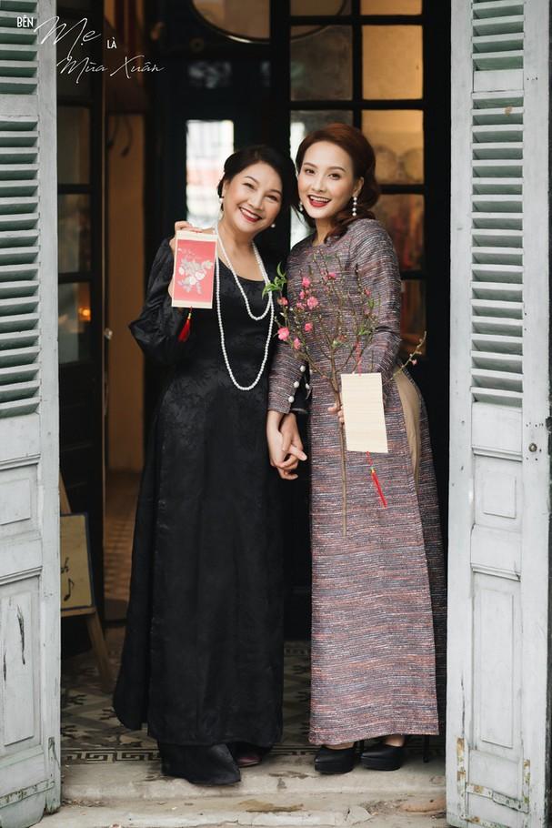 Mẹ con Bảo Thanh đẹp rạng ngời trong bộ ảnh áo dài xuân - Ảnh 12.