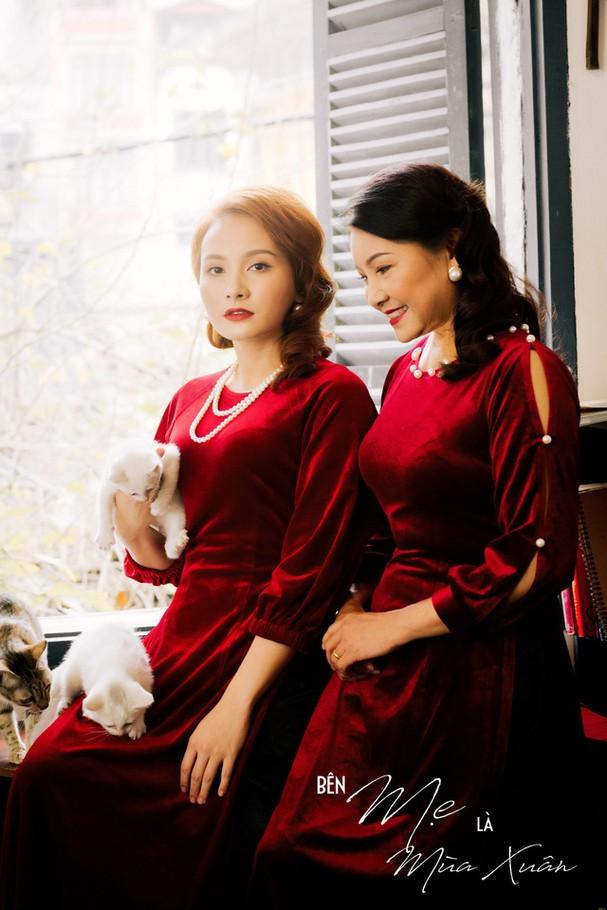 Mẹ con Bảo Thanh đẹp rạng ngời trong bộ ảnh áo dài xuân - Ảnh 10.