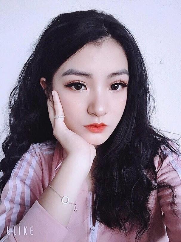 Cô gái xinh đẹp tặng hoa ông Kim Jong Un ở Lạng Sơn là ai? - ảnh 7