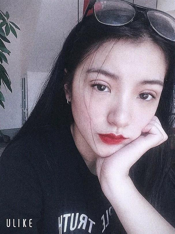 Cô gái xinh đẹp tặng hoa ông Kim Jong Un ở Lạng Sơn là ai? - ảnh 6