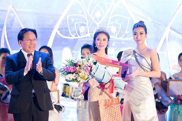Hoa hậu Mỹ Linh đẹp tựa 'nữ thần' với váy lệch vai khi làm giám khảo - ảnh 11
