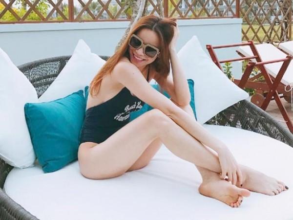 Bikini, monokini lộ rõ thân hình đẹp như búp bê di động của Hà Hồ - 11