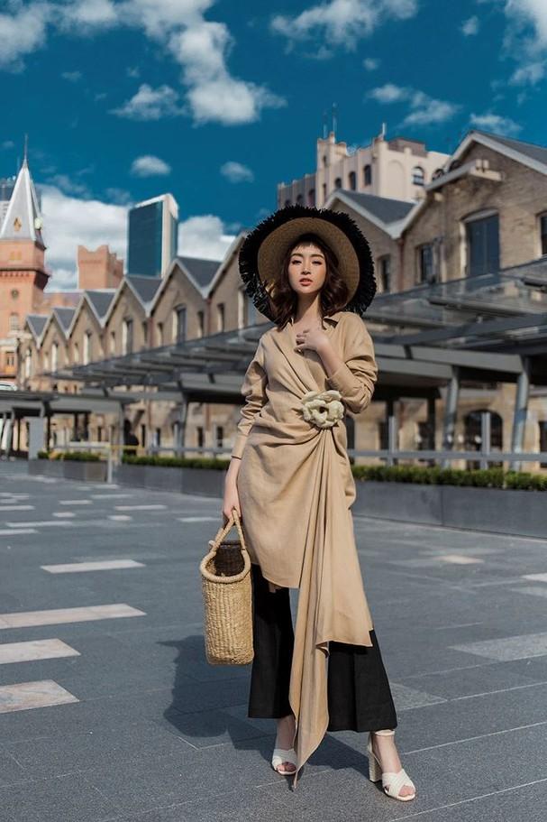 Hoa hậu Mỹ Linh, Tiểu Vy khoe nhan sắc thanh xuân rực rỡ ở Sydney - ảnh 8