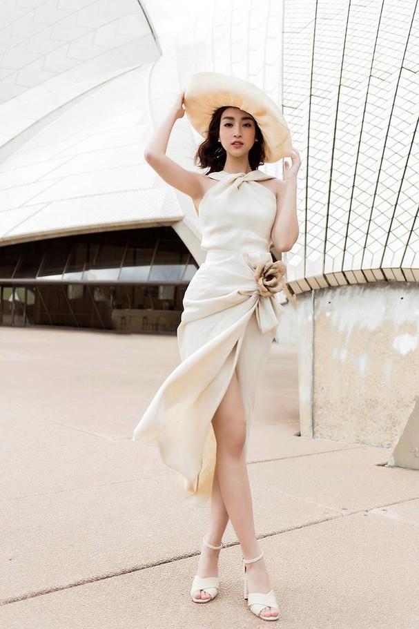 Hoa hậu Mỹ Linh, Tiểu Vy khoe nhan sắc thanh xuân rực rỡ ở Sydney - ảnh 9