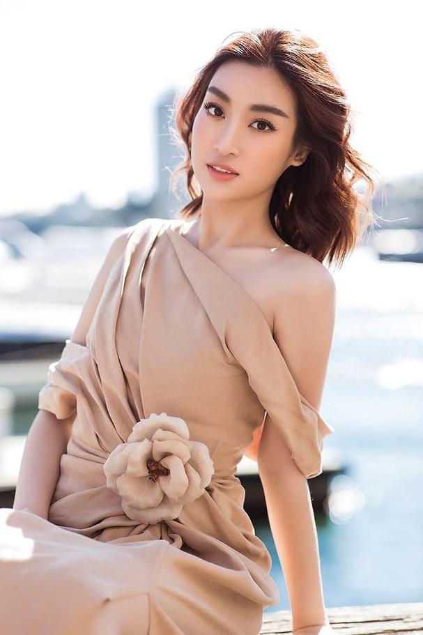 Hoa hậu Mỹ Linh, Tiểu Vy khoe nhan sắc thanh xuân rực rỡ ở Sydney - ảnh 5