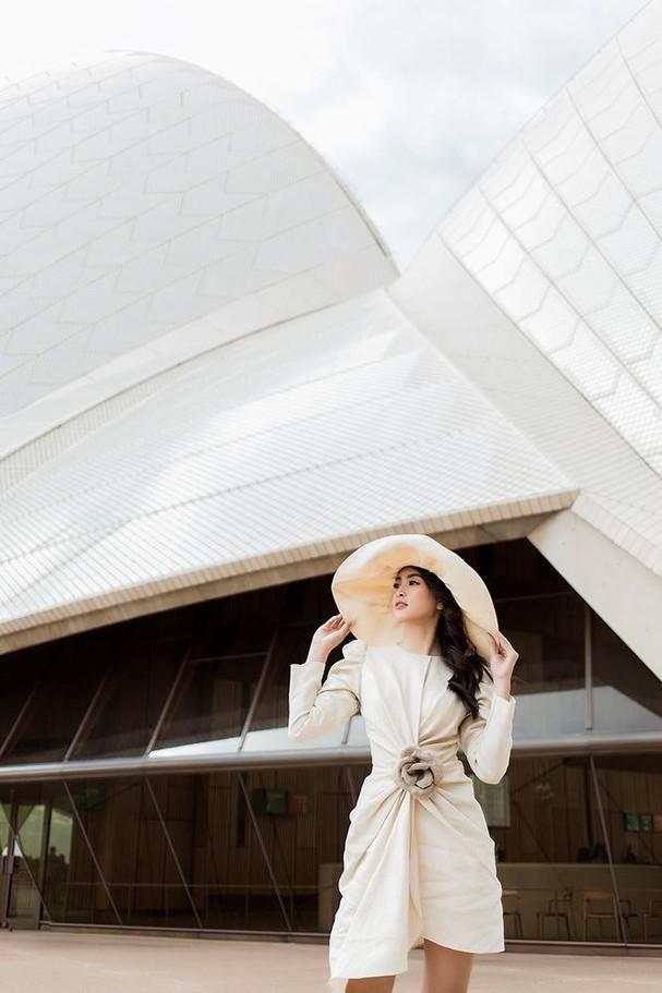 Hoa hậu Mỹ Linh, Tiểu Vy khoe nhan sắc thanh xuân rực rỡ ở Sydney - ảnh 12