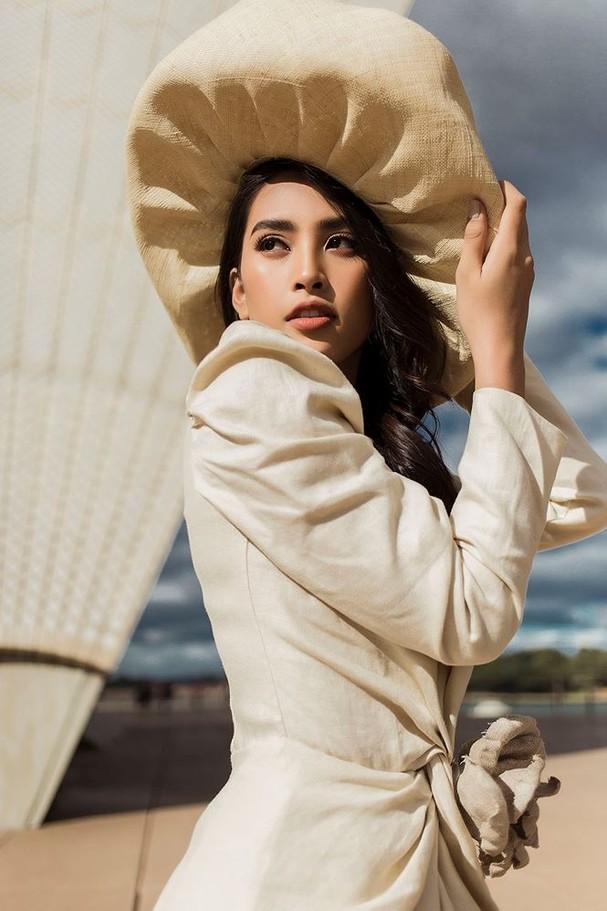 Hoa hậu Mỹ Linh, Tiểu Vy khoe nhan sắc thanh xuân rực rỡ ở Sydney - ảnh 13