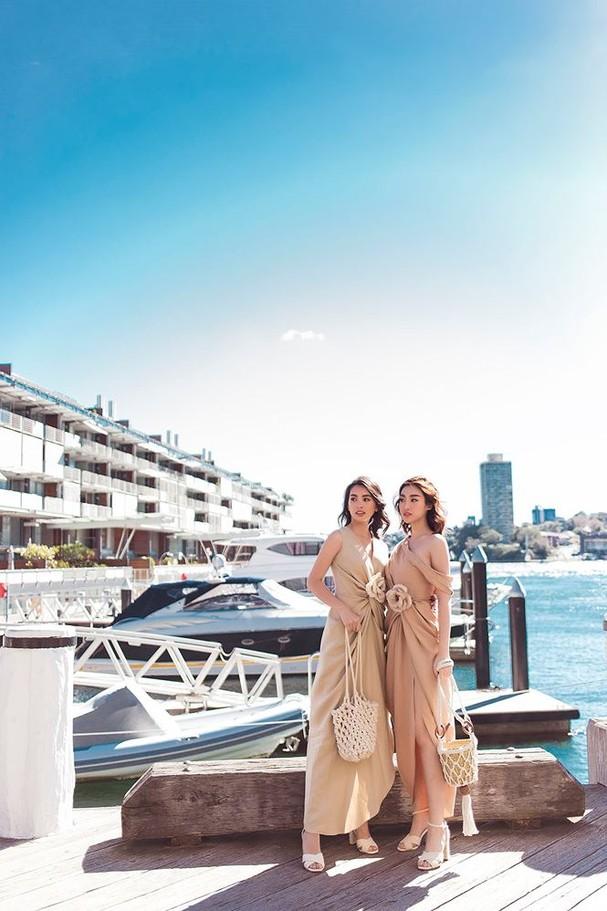Hoa hậu Mỹ Linh, Tiểu Vy khoe nhan sắc thanh xuân rực rỡ ở Sydney - ảnh 1