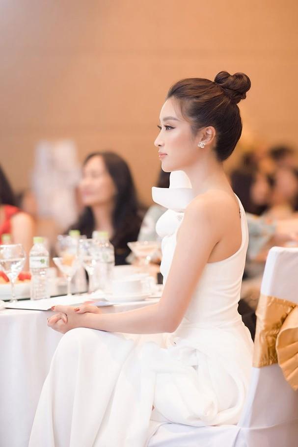 Hoa hậu Đỗ Mỹ Linh tái xuất gợi cảm sau thời gian 'ở ẩn' - ảnh 8