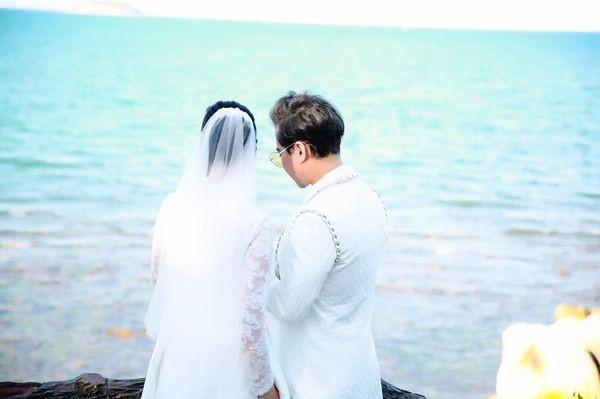 Ngọc Sơn tung ảnh cưới úp mở chuyện lấy vợ và chính thức đòi quà 'đại gia đình' ảnh 0