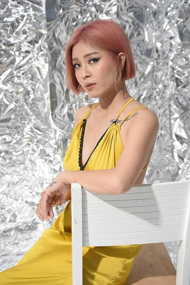 Loại ảnh sexy mới của MC Hoàng Linh gây tranh cãi - ảnh 7