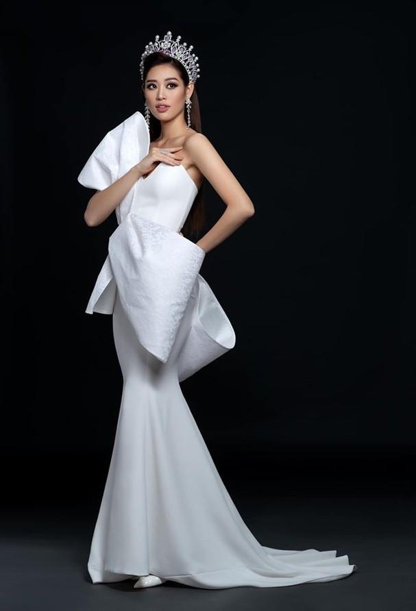 H'Hen Niê tung váy dạ hội đẹp tựa 'nữ thần' trong hang Sơn Đoòng - ảnh 12