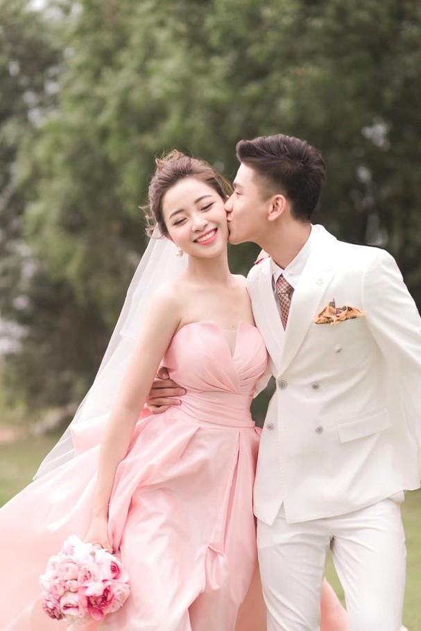 Vợ Phan Văn Đức khoe ảnh con đầu lòng, tiết lộ em bé có sống mũi cao giống bố ảnh 1