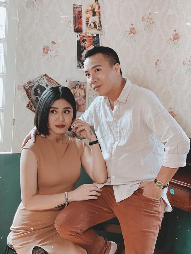 Sau thời gian công khai dằn mặt tình cũ, MC Hoàng Linh gây sốt với bộ ảnh ngọt lịm tim bên chồng ảnh 0