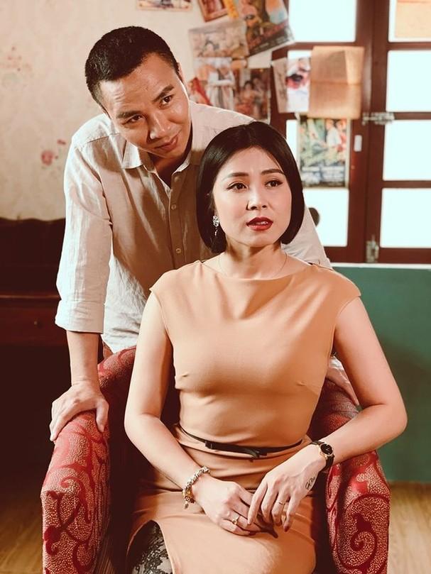 Sau thời gian công khai dằn mặt tình cũ, MC Hoàng Linh gây sốt với bộ ảnh ngọt lịm tim bên chồng ảnh 7