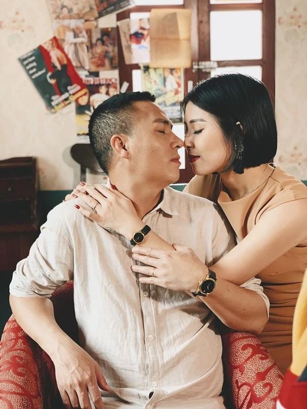 Sau thời gian công khai dằn mặt tình cũ, MC Hoàng Linh gây sốt với bộ ảnh ngọt lịm tim bên chồng ảnh 3