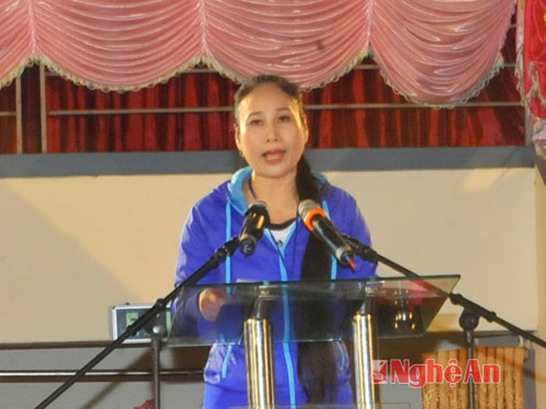 Đồng chí Đinh Thị Lệ Thanh đọc diễn văn khai mạc.