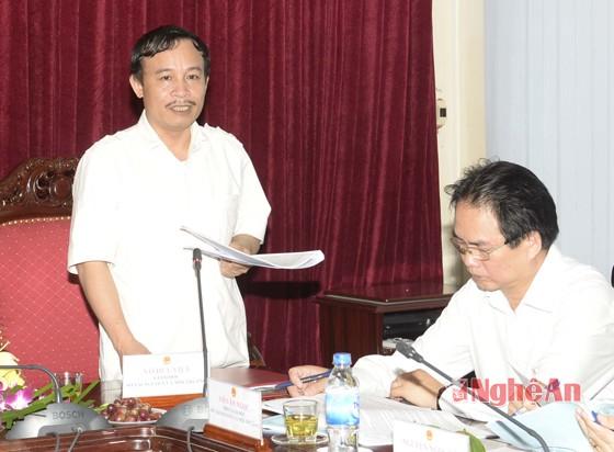 Giám đốc Sở TN-MT Võ Duy Việt báo cáo kết của của ngành