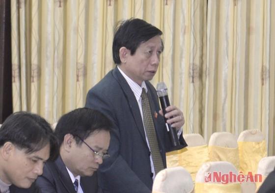 Đại  biểu Phạm Anh Tuấn (Quỳnh Lưu) đề nghị làm rõ số lao động xuất khẩu theo con đường chính ngạch và tiểu ngạch