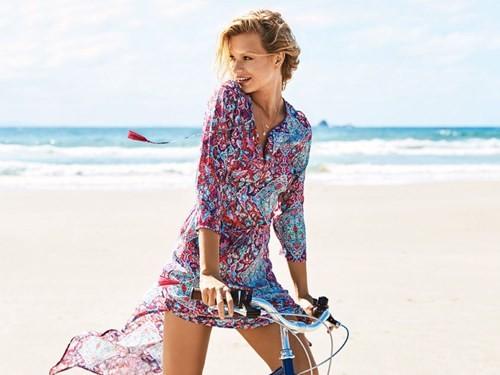 Chiêm ngưỡng các người đẹp áo tắm thả dáng tuyệt đẹp trên biển - ảnh 12