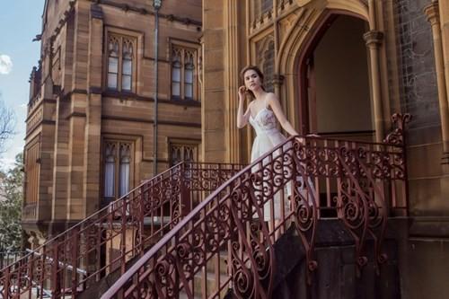 Ngọc Trinh mặc váy xuyên thấu giữa trời xanh Sydney - ảnh 7