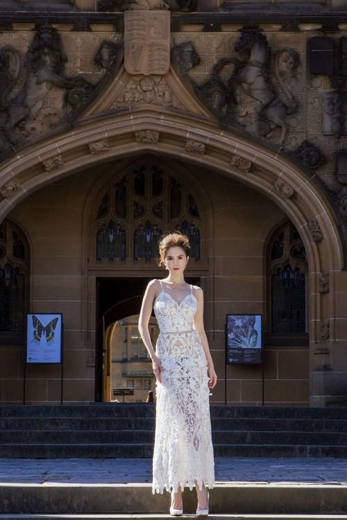 Ngọc Trinh mặc váy xuyên thấu giữa trời xanh Sydney - ảnh 10