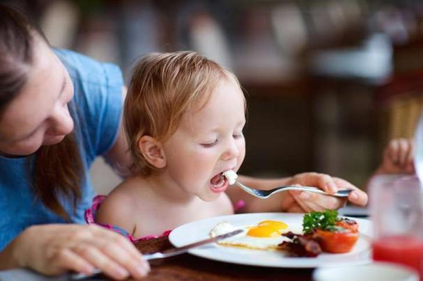 Vì sao nên cho trẻ ăn 1 quả trứng mỗi ngày? - ảnh 1
