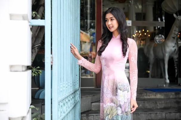 Hoa hậu Quốc tế 2017 quyến rũ đến hút hồn trong tà áo dài Việt Nam - ảnh 2
