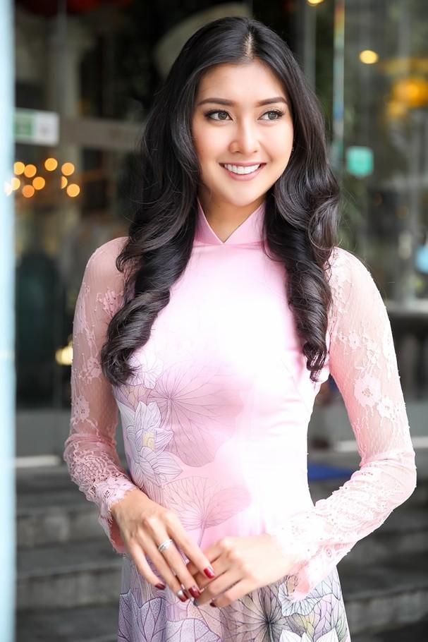 Hoa hậu Quốc tế 2017 quyến rũ đến hút hồn trong tà áo dài Việt Nam - ảnh 5