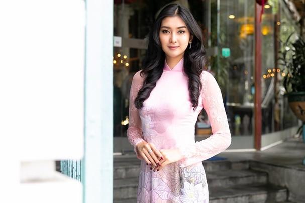 Hoa hậu Quốc tế 2017 quyến rũ đến hút hồn trong tà áo dài Việt Nam - ảnh 3