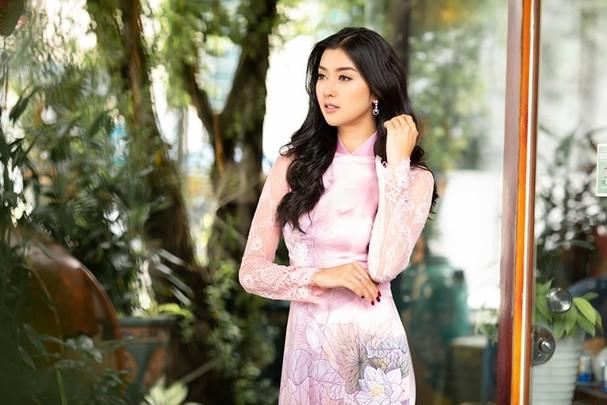 Hoa hậu Quốc tế 2017 quyến rũ đến hút hồn trong tà áo dài Việt Nam - ảnh 4