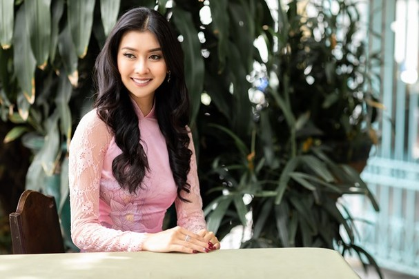 Hoa hậu Quốc tế 2017 quyến rũ đến hút hồn trong tà áo dài Việt Nam - ảnh 7