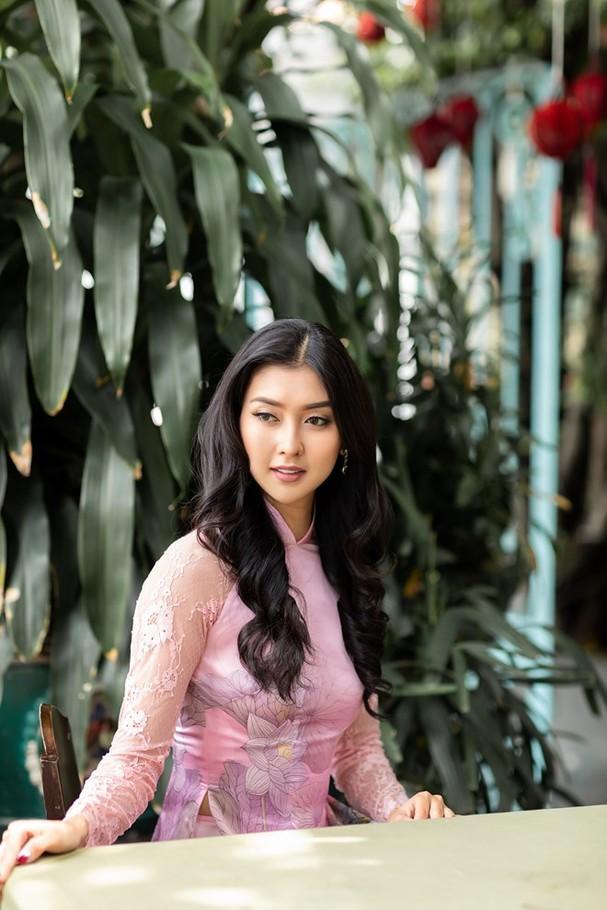 Hoa hậu Quốc tế 2017 quyến rũ đến hút hồn trong tà áo dài Việt Nam - ảnh 9