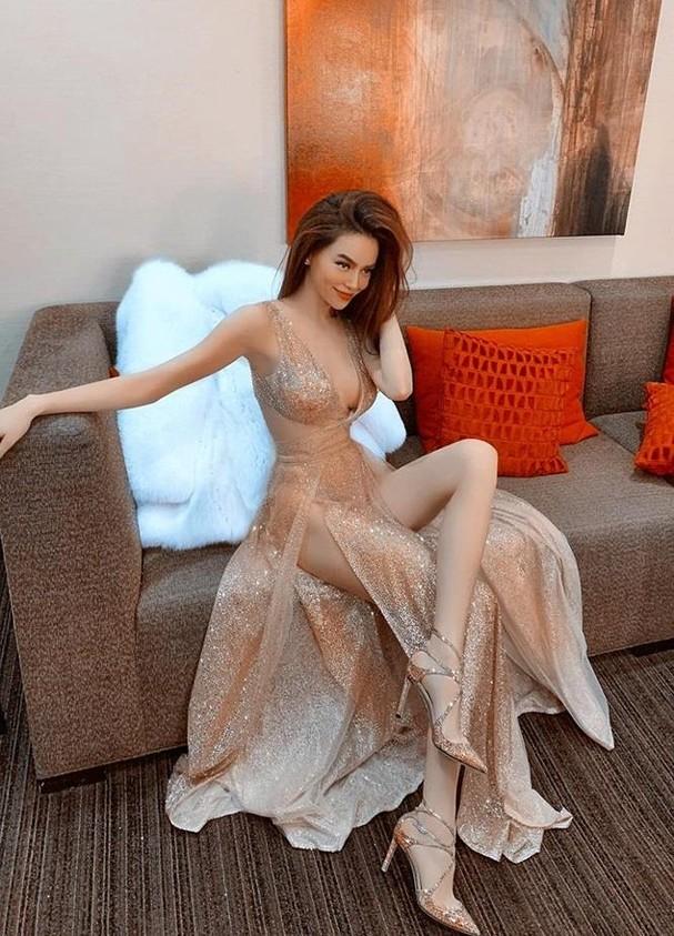 Hồ Ngọc Hà tung ảnh bikini gợi cảm màu nude khoe dáng đẹp như tạc tượng