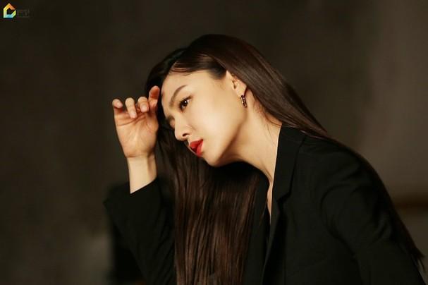 Mê mẩn sắc vóc quyến rũ của 'chị đại Triều Tiên' phim Hạ cánh nơi anh - ảnh 8