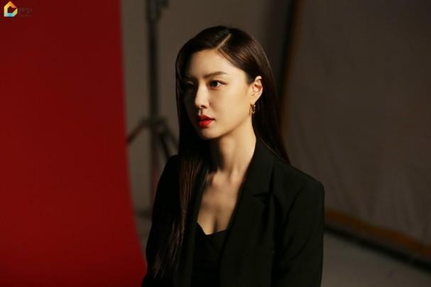 Mê mẩn sắc vóc quyến rũ của 'chị đại Triều Tiên' phim Hạ cánh nơi anh - ảnh 9