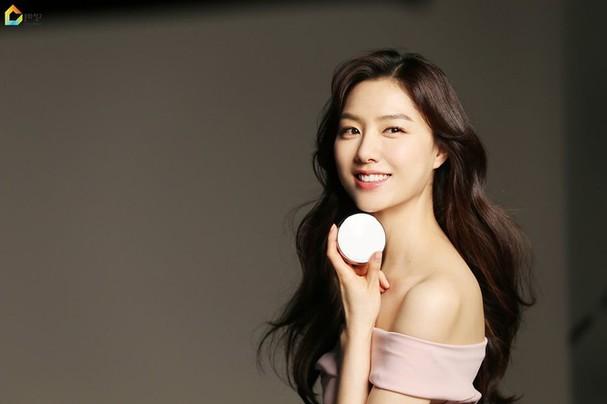 Mê mẩn sắc vóc quyến rũ của 'chị đại Triều Tiên' phim Hạ cánh nơi anh - ảnh 2