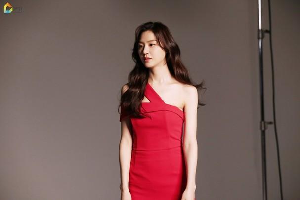 Mê mẩn sắc vóc quyến rũ của 'chị đại Triều Tiên' phim Hạ cánh nơi anh - ảnh 7