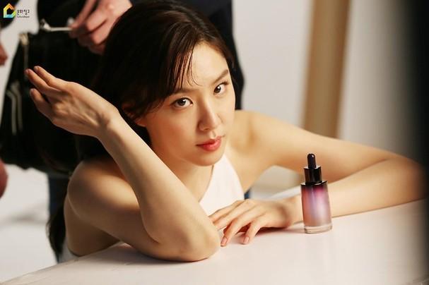 Mê mẩn sắc vóc quyến rũ của 'chị đại Triều Tiên' phim Hạ cánh nơi anh - ảnh 6