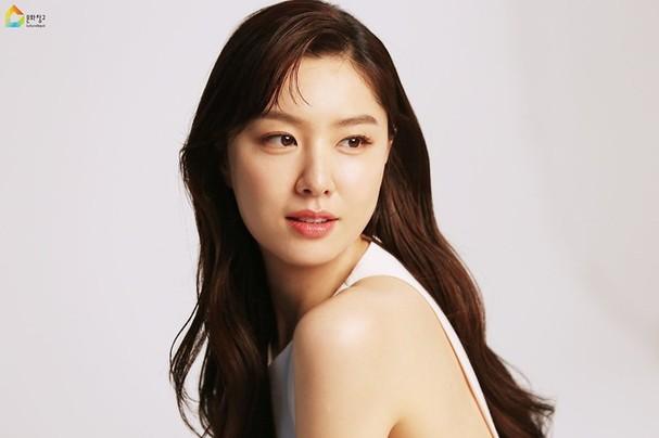 Mê mẩn sắc vóc quyến rũ của 'chị đại Triều Tiên' phim Hạ cánh nơi anh - ảnh 5