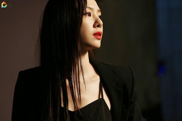 Mê mẩn sắc vóc quyến rũ của 'chị đại Triều Tiên' phim Hạ cánh nơi anh - ảnh 11