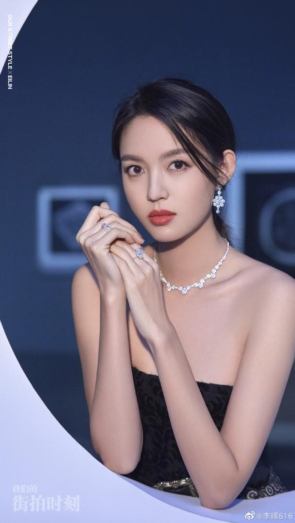 Hoa hậu Đỗ Thị Hà bất ngờ được so sánh với 'Hoa hậu đẹp nhất Trung Quốc', fan phấn khích - ảnh 3