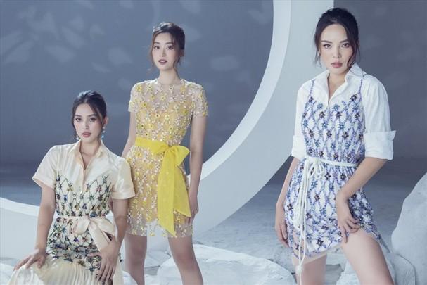 Bộ ảnh một lần nữa khẳng định thêm danh hiệu này. Và với phong cách thanh lịch đã làm nên thương hiệu của nhà thiết kế Lê Thanh Hòa, vẻ đẹp của các nàng hậu thực sự rạng ngời và nở rộ như một đóa hoa.