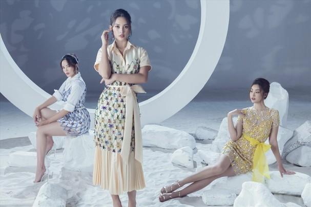 """Đây có thể nói là lần đầu tiên sáu nàng hậu nổi danh cùng quy tụ trong một video thời trang. Việc chọn dàn hoa hậu làm mẫu cho BST mới, nhà thiết kế thông qua đó mong muốn truyền tải thông điệp về """"Poison"""" - vẻ đẹp đa sắc của những loài hoa."""