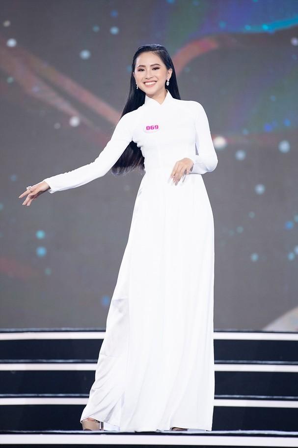 Phù Bảo Nghi sinh năm 2001, đến từ Thành phố Hồ Chí Minh là một trong những người đẹp tạo được ấn tượng khi bước ra khỏi cuộc thi Hoa hậu Việt Nam 2020.
